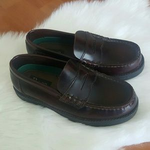 Bass boys leather slip on dress loafers Size 2M